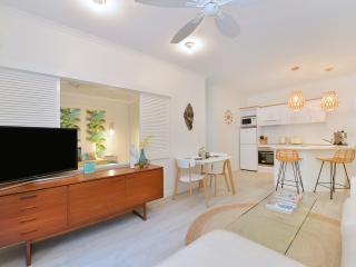 """""""Retro Jungle"""" Apartment - Port Douglas vacation rentals"""