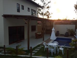 LInda Casa em Praia do Forte 4/4 com Ar e Piscina. - Praia do Forte vacation rentals
