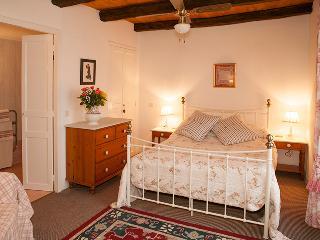 May Cottage at Domaine de Leygue. - Bourniquel vacation rentals