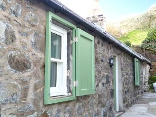 49 CROVIE VILLAGE, woodburning stove, coastal, WiFi, off road parking, Crovie, Ref 932561 - Crovie vacation rentals