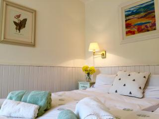 Romantic 1 bedroom Abernyte Cottage with Internet Access - Abernyte vacation rentals