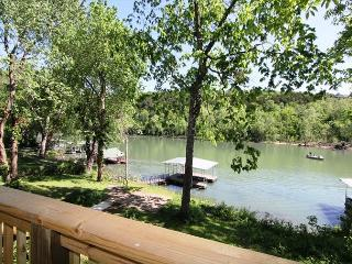 Taneycomo Lake Cottage-5 Bedroom, 3 bath Lakefront Cottage with Boat Slip - Hollister vacation rentals