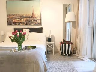 NEW! HUGE! LUXURY! 3 BED!!! LUXURY! MOST CENTRAL COVENT GARDEN, 3 min to subway! - London vacation rentals