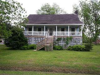 Midyette Street Cottage 122759 - Oriental vacation rentals