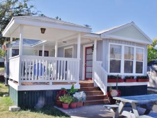 BLUE MOON BUNGALOWS in Bisbee, AZ  *HARVEST MOON offering two queen beds. - Bisbee vacation rentals