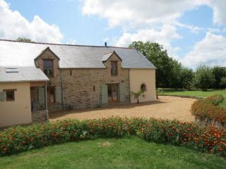 Large 4 bed gite in S. Brittany with heated pool - Grand Fougeray vacation rentals