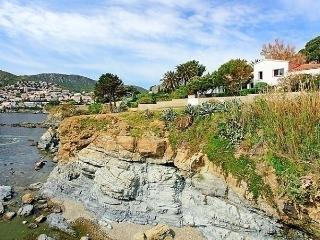 Nice 5 bedroom House in Colera with Internet Access - Colera vacation rentals
