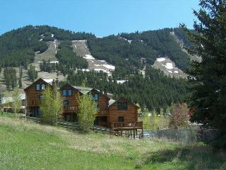 Panoramic Jackson Hole Log Townhouse - Your Adventure Basecamp! - Jackson vacation rentals