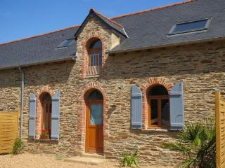S. Breton 4 bedroom farmhouse with heated pool - Grand Fougeray vacation rentals