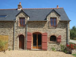 Two bedroomed gite with heated pool in S. Brittany - Grand Fougeray vacation rentals