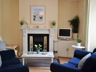 FALMOUTH HOLIDAY COTTAGE CLOSE TO BEACH AND TOWN - Falmouth vacation rentals