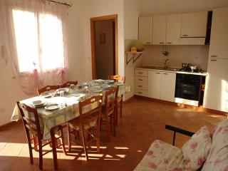 Villa Amalfi 2 a 500 metri dal mare con posto auto - Marina di Mancaversa vacation rentals