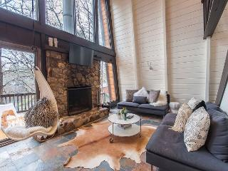 Stylish, Updated WATERFRONT 4 BR! Near Skiing with Fire place, Cable & WiFi! - Madison vacation rentals