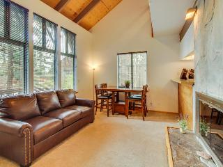 Bright alpine condo, w/shared pool, sauna, hot tub & more! - Tahoe City vacation rentals