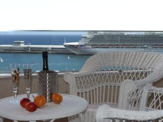 Beautiful Apartment in Marina - Funchal vacation rentals