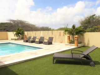 GREAT CLEAN LARGE Villa in North USD 185,00 - Noord vacation rentals