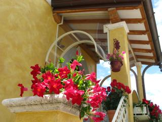 Bright 2 bedroom Querceta House with Internet Access - Querceta vacation rentals