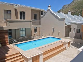 Romantic 1 bedroom Muizenberg Apartment with Shared Outdoor Pool - Muizenberg vacation rentals