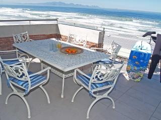 3 bedroom Apartment with Balcony in Muizenberg - Muizenberg vacation rentals