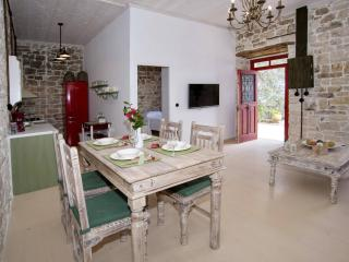 Nice 2 bedroom Villa in Magazia - Magazia vacation rentals