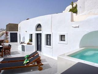 Nice 2 bedroom Oia Cave house with Hot Tub - Oia vacation rentals