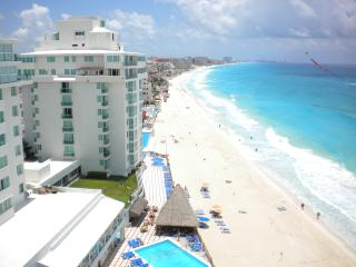 $99-$139 BILLION $ VIEWS. 1 BDRM PH! HUGE BALCONY! - Cancun vacation rentals