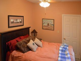 Rooms Near Anaheim Conv Ctr, Disney & Chapman Univ - Santa Ana vacation rentals
