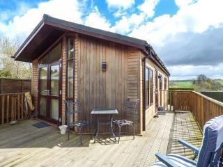 LITTLE GEM LODGE, all ground floor, WiFi, pet-friendly, veranda, Charlesfield, Melrose, Ref 937596 - Melrose vacation rentals
