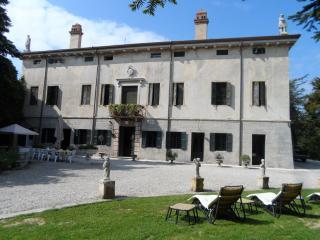 VILLA SAN BONIFACIO La Serenella in Valpolicella - San Pietro in Cariano vacation rentals