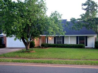 3 BR 2 BA Home in Great Neighborhood - Bossier City vacation rentals