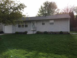 """""""Stella's Bungalow"""" Single Family Private 3BR 1BA - Fairmont vacation rentals"""