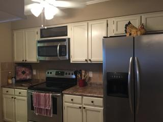 3 BR Townhouse in Great Shreveport Location - Shreveport vacation rentals
