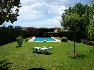 Beautiful villa in Parlavà, up to 7, 19Km to beach - Girona vacation rentals