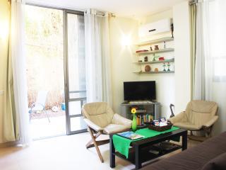Great central apt w garden - Tel Aviv vacation rentals