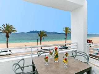 Modern and comfortable seafront apartment for 4 people - HM010SRL1 - Puerto Pollensa vacation rentals