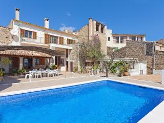 Fantastic villa with pool - Selva vacation rentals