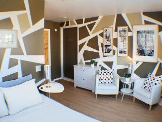 Cozy Time Square recreation space & bedroom - New York City vacation rentals