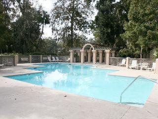 3Bedroom/ 3 Bath, 2nd floor Pet Friendly Villa with Pool & Spa on site. - Hilton Head vacation rentals