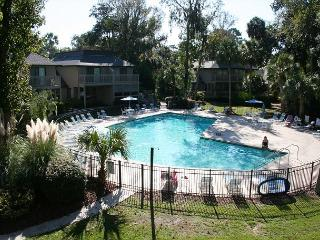 Lovely 3 Bedroom, 3.5 Bath Townhouse, On Site Pool and Easy Walk to Beach! - Hilton Head vacation rentals