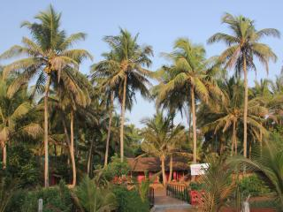 Comfortable 3 bedroom Guest house in Anjuna with A/C - Anjuna vacation rentals
