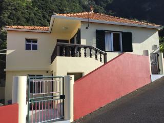 Refúgio no Arco de São Jorge - Casa Reis - Santana vacation rentals
