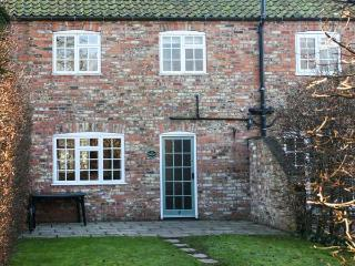 PRIESTLEY, family friendly, character holiday cottage, with pool in York, Ref 1405 - York vacation rentals