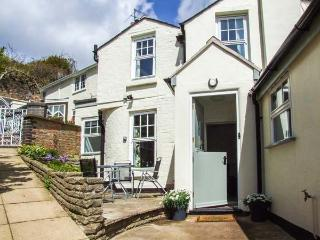 MAY TREE COTTAGE, pet-friendly cottage, sunny patio, close to walks and amenities in Malvern Ref 932398 - Great Malvern vacation rentals