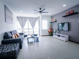 3 bedroom Apartment with A/C in Sekinchan - Sekinchan vacation rentals