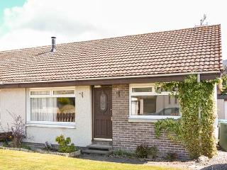 LITTLE IVY, all ground floor, semi-detached, off road parking, garden, in Aviemore, Ref 936185 - Aviemore vacation rentals
