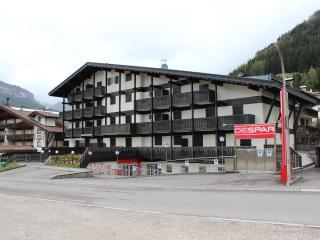 Appartamento Buffaure 2+1 camere p.terra - Pozza di Fassa vacation rentals