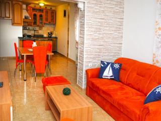 Nice 3 bedroom Peroj Apartment with Long Term Rentals Allowed - Peroj vacation rentals