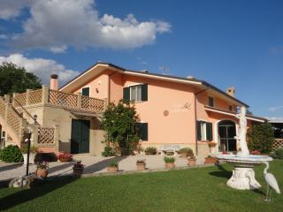 Comfortable 2 bedroom Penne House with Wireless Internet - Penne vacation rentals
