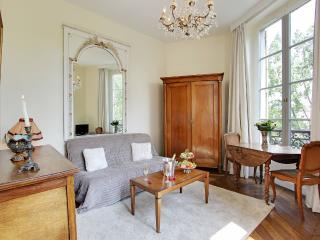 Romantic Large studio with Seine River views, 4th - Paris vacation rentals