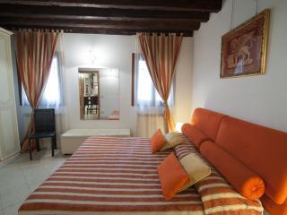 2960 Ca Frari Apartment Real Venice Centre 6 Beds - Venice vacation rentals